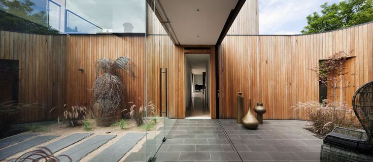 Matt Gibson Architects project featuring Radial Timber Shiplap, Screenboards, and Decking. More details: http://radialtimbers.com.au/portfolio-type/matt-gibson/
