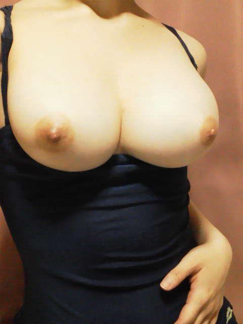 おっぱい 巨乳 乳首 エロ
