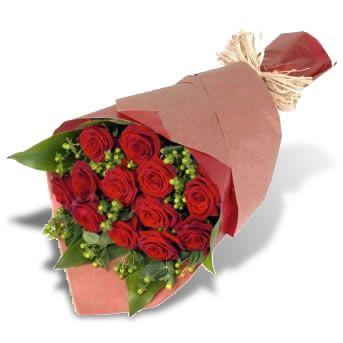Se denomina bouquet aquel arreglo que no va en una base o recipiente y que se espera sea preparado por el receptor dentro de un florero. Bouquet de 12 Rosas: Price: USD$27. También hay de 18 y de 24 rosas.
