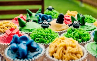 OMG. Settlers of Catan Cupcakes. I WILL make these