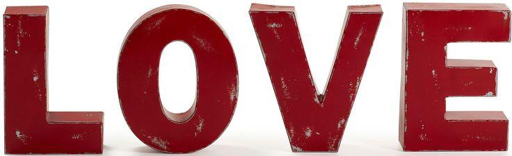 Bellissima decorazione a parete, amorevole e suggestiva. LOVE la parola più bella del mondo. Per gli eterni romantici un oggetto immancabile nella vostra casa. Lettere decorative in metallo rosso effetto anticato.