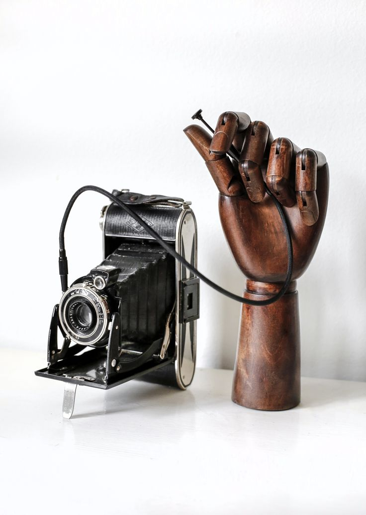 Vintage Camera from Grafstad Designbyrå. Be creative.  #wood #vintage #camera #dannysivermalm #lens #photography