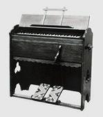 1887年 山葉寅楠が浜松尋常小学校(現元城小学校)でオルガンを修理