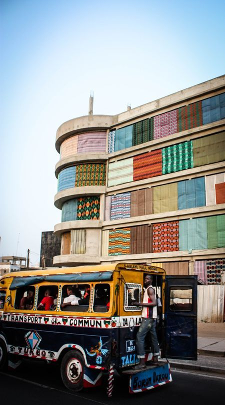 "Wax building, rasta bus (""car rapide"")... Dakar, Sénégal"