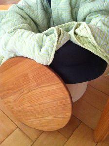 Min høkasse - med liggeunderlag og picnictæppe bliver maden godt kogt! Foto Klinken 2014
