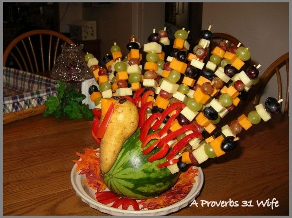We all like turkey, how about a fruit turkey centerpiece that you can eat?  Sound good? Here's how you can make your own edible decorative centerpiece!