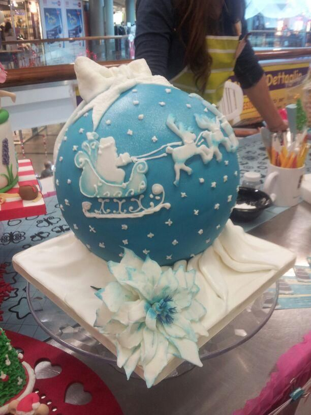 Fab cake for Christmas! Made by a lady on FB Page 'Dolci Dolcezze'