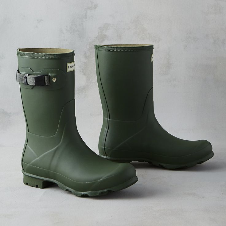 """A classic style from Hunter, this short rain boot was named for Hunter founder Henry Lee Norris. Hand-crafted from durable, waterproof rubber, this comfortable boot is built for sustained use on variable terrain.- Waterproof rubber upper and outsole, textile lining, - Store out of direct sunlight to prevent fading- Use Hunter Boot Shine and Boot Buffer Spray to keep boots in optimum condition- ImportedWomen's Sizes 5-1011.4""""H, 1"""" heel"""