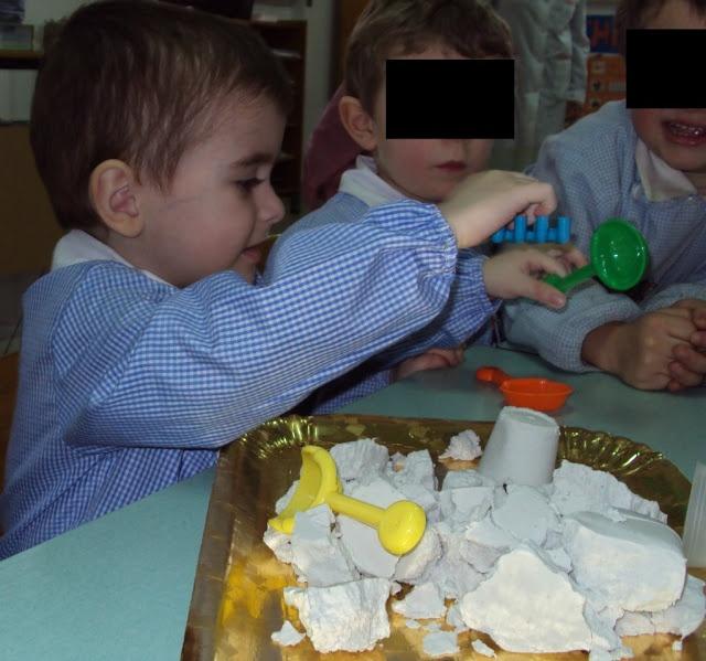 La sabbia magica Zaubersand di Giochiamo Assieme a scuola, leggete l'esperienza di questi bambini!