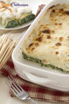 I CANNELLONI CON RICOTTA E SPINACI (spinach and ricotta cannelloni) sono un primo piatto tipico casalingo della tradizione italiana. #ricetta #GialloZafferano #italianfood #italianrecipe