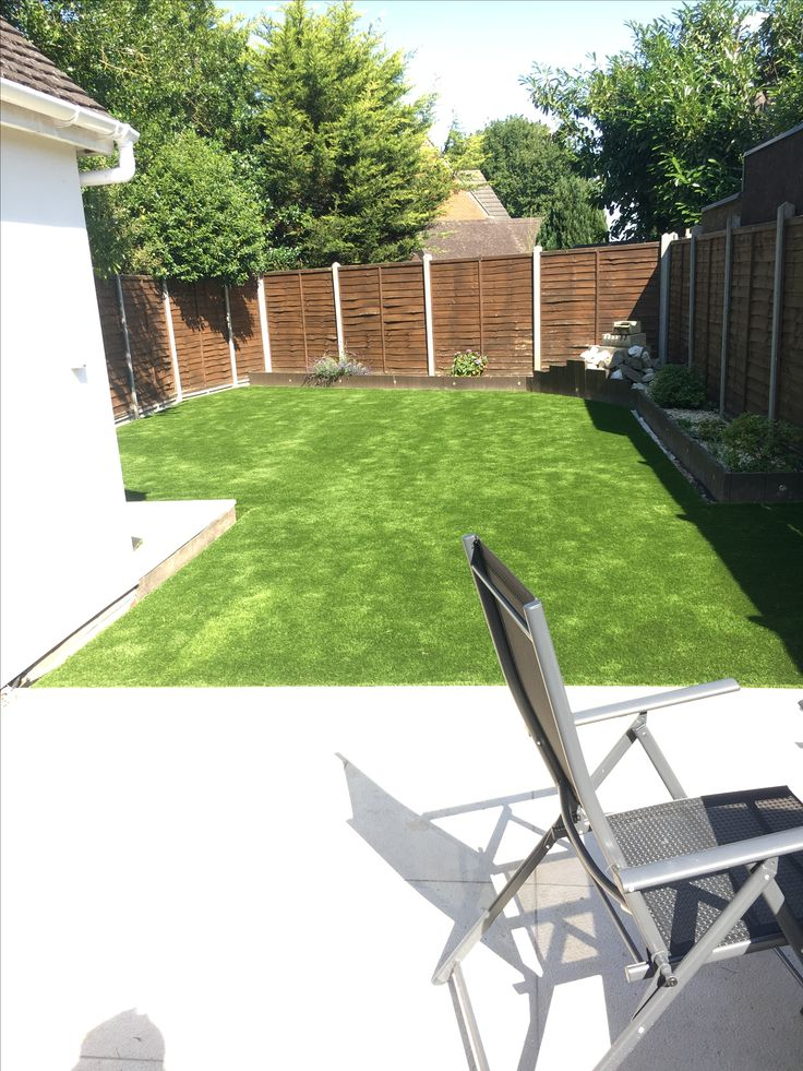 simple yet effective garden transformation, a new lawn that will be evergreen... Artificial Grass is durable and low maintenance :)