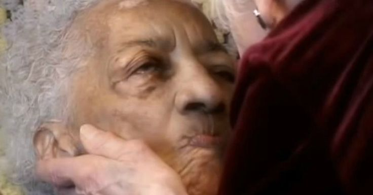 The way this woman with Alzheimer's reacts to her therapist's touch and the spiritual hymn that is being sung to her is so beautiful. We encourage you to watch the whole video. It is a powerful interaction worth watching.  Do you know anyone with Alzheimer's? Have you had similar moments of breakthrough?   Thanks to Upworthy for sharing!