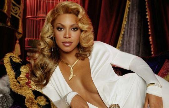 """Beyoncé: m'han dit que hi ha una plaga d'addictes als opiacis analgèsicsper treure el dolor sense necessitat dd receota mèdica es piden comprar a qualsevol supermercat. Els afectats es troben com jo passant """"el mono"""" enmig de firts dolors i tot pels guanys de les farmacèutiques. A Boston cada dia moren per sobredosi 200 hi ha més morts que al Vietnam. Pateixo molt en veure dls perills que hi ha a la societat ianqui estesa ara a tot West. Jo he vist mares amb la filla comprar la drogaper la…"""