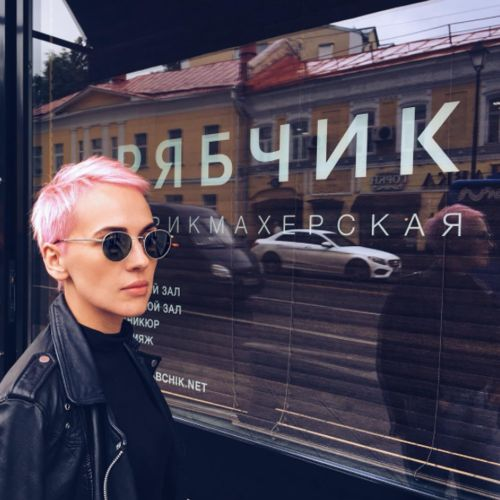 Розовый цвет волос, окрашивание, Парикмахерская РЯБЧИК