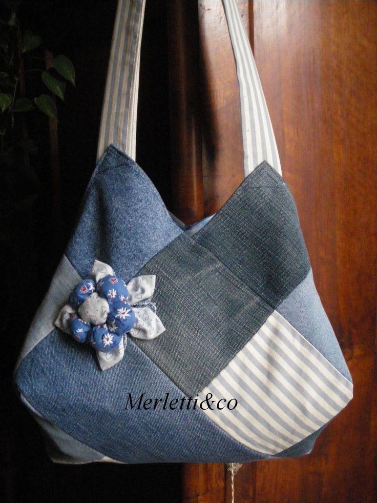 ritagli di jeans, sia per la borsa che per il fiore imbottito :)