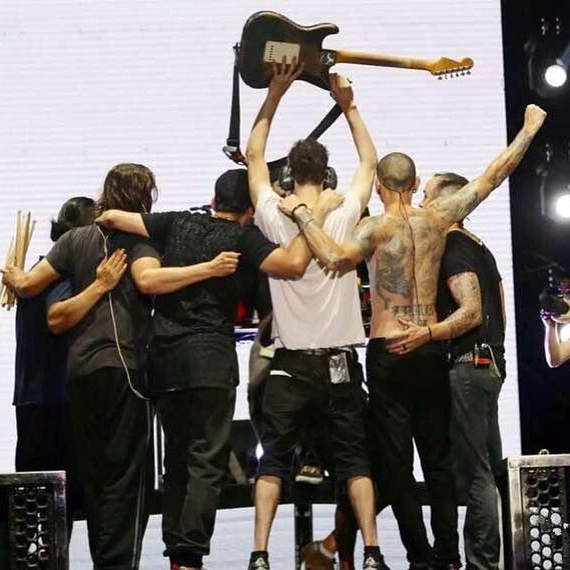 There isn't enough pictures like this of the band-Linkin Park