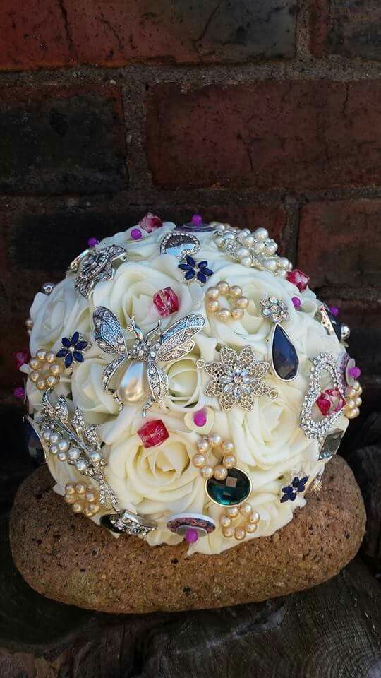Ivory rose and detail brides bouquet www.dawniesweddingbouquets.co.uk.🌸