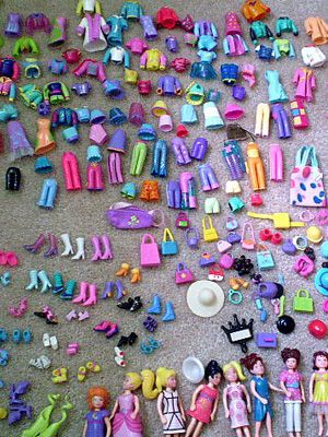 2nd gen Polly Pocket. I had a few of those dolls in the picture, along with a lot of the outfits shown. Loved them!