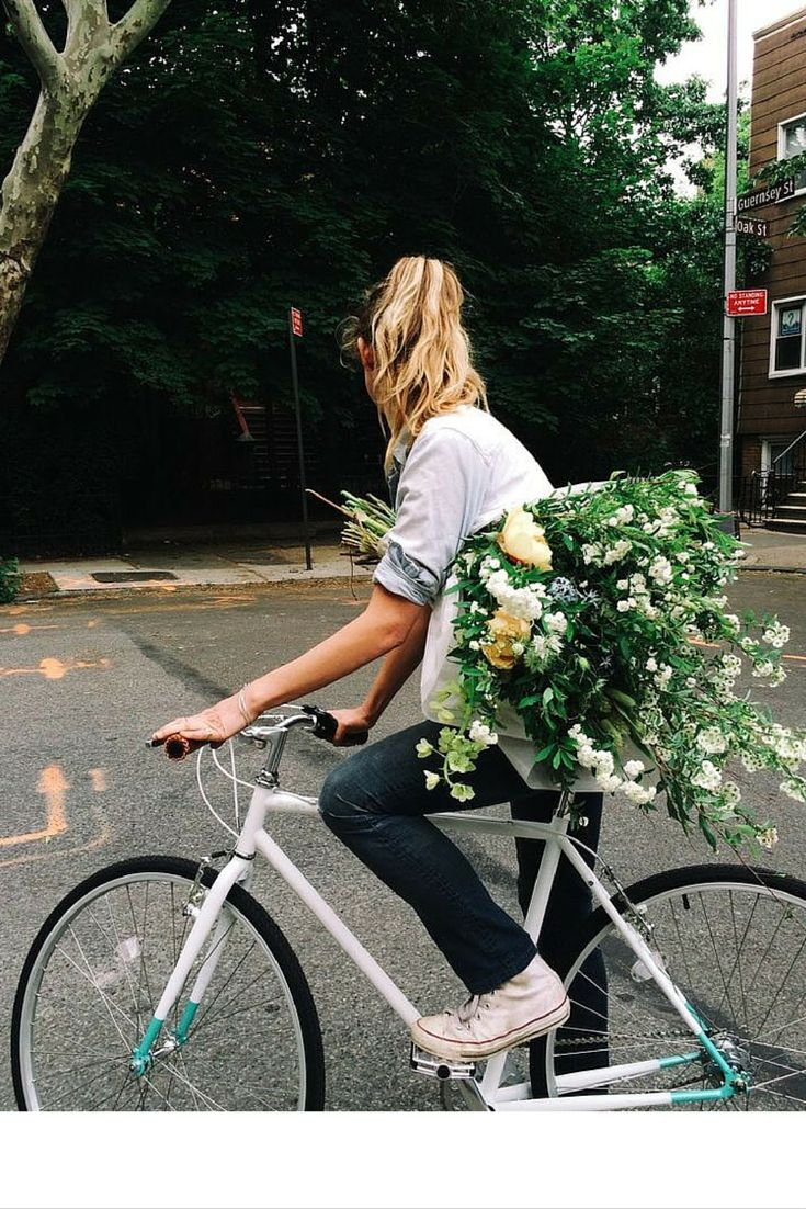 sneakers and pearls, street style, flower delivery in style, trending now, thefashionbarbie.png