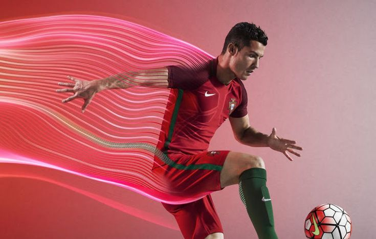 Šiandien, Portugalijos rinktinė oficialiai pristatė aprangą, kurią rinktinė dėvės Europos futbolo čempionato metu. Pirmą kartą aikštelėje, naująsias aprangas, apsivilks jau Kovo 25 dieną, draugiško…