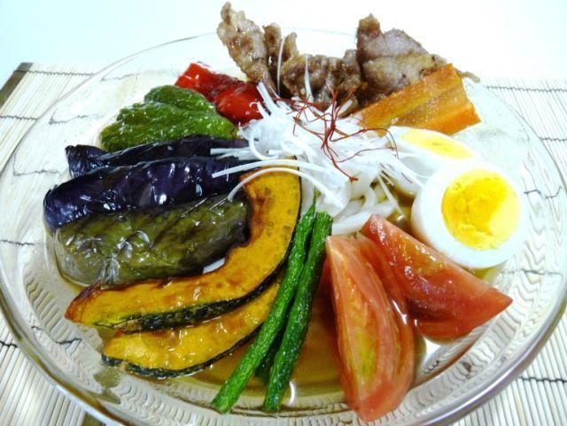http://macaro-ni.jp/14255 夏野菜たっぷり!冷やしカレーうどん♪