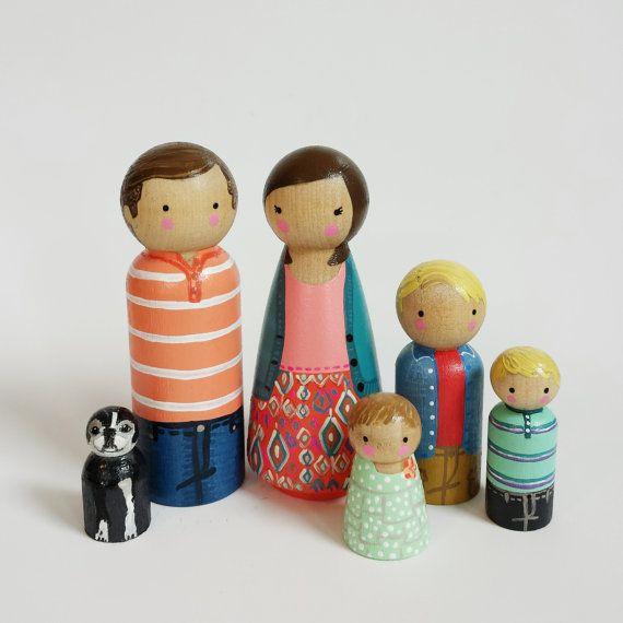 Custom peg family of 6 // personalized peg dolls // por PegandPlum
