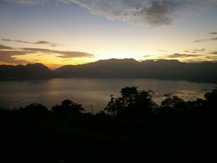Senja hari di Danau Maninjau
