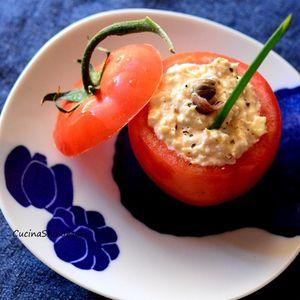 夏になるとうちのお爺ちゃんがよく作るPomodori ripieni di tonnoです。ボリュームがあるのでこれにパンと白ワインで軽い夏のランチにもなります