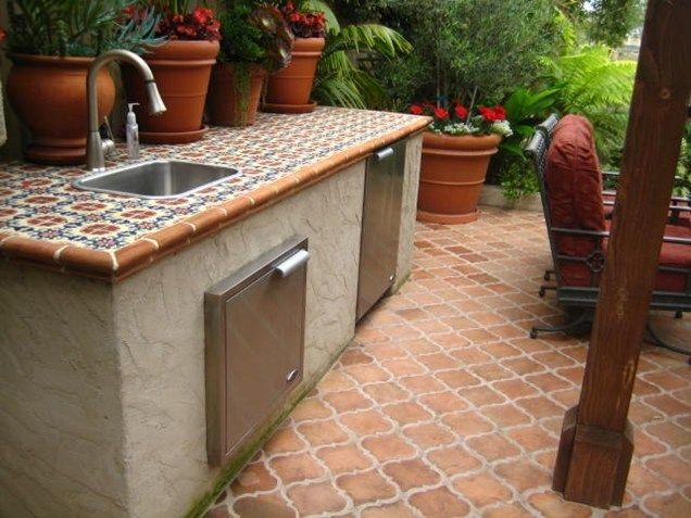 Lovely Tile Outdoor Bar Countertop