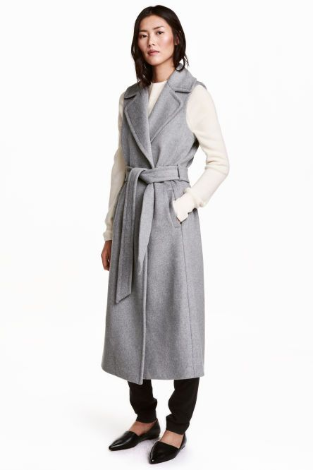Long sleeveless coat