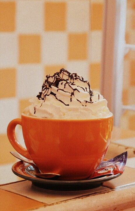 Our #mocha: cappuccino topped whit whipped cream and chocolate fudge... yummy! @ #TheDinerFlorence.