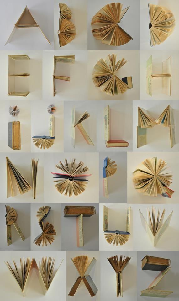 La imaginación todo lo puede crear, incluyendo una tipografía hecha con libros.
