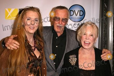 Stan Lee Photo - Stan Lee with wife and daughter at the DVD Exclusive Awards presented by DVD Exclusive Magazine, Wiltern Theater, Los Angeles, CA 12-02-03