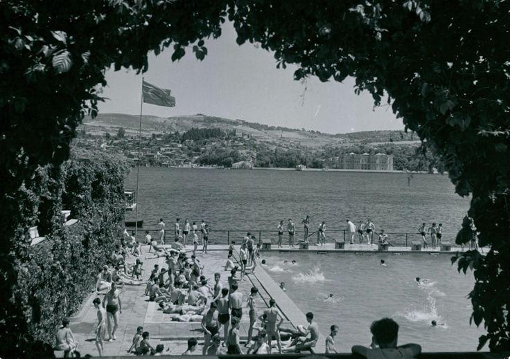 1942 yılında Çiftesaraylar'ın yerine yapılan Lido Yüzme Havuzu Ortaköy'de. Kuruçeşme' yönünde.