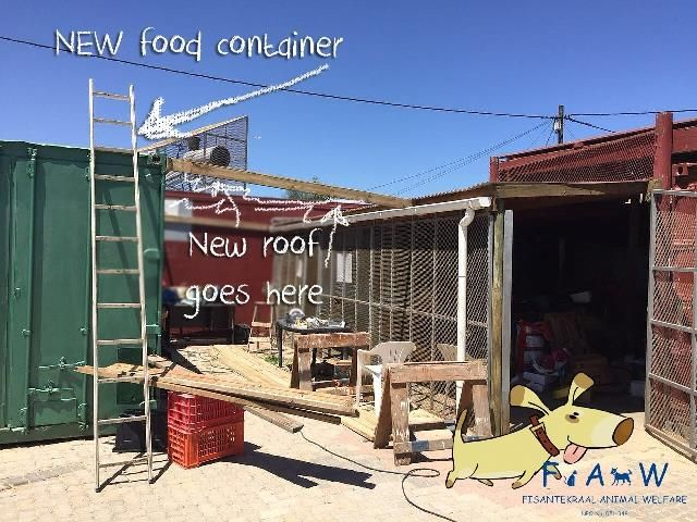 And here's the new food container! It is VERY VERY VEEEEERYYYY hot in there so we desperately need to find an affordable way to insulate it. If any of you have contacts please let us know!  An ENORMOUS thank you to 'nfinite' - product development and ingredient supply company specializing in the food industry - who donated this shipping container, without which we couldn't proceed, and to Lydia of Power Rig for organising delivery.