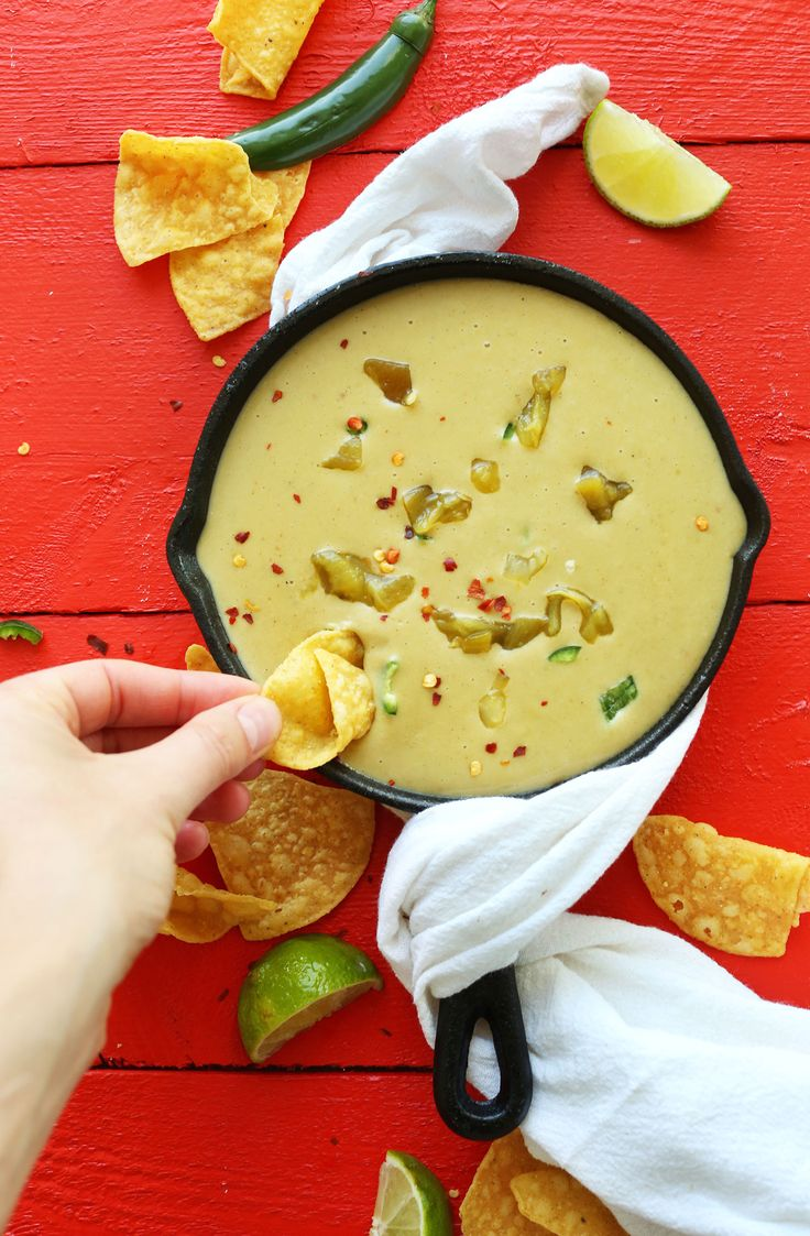 20-minute VEGAN Green Chili Queso! Almond Milk - Creamy, savory, spicy and perfect for dipping! #vegan #queso #recipe