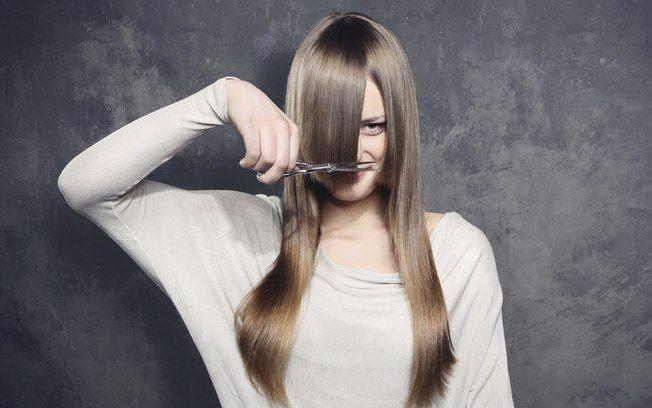 Cortar os cabelos em casa: boa solução ou negócio arriscado? - Cabelos - iG
