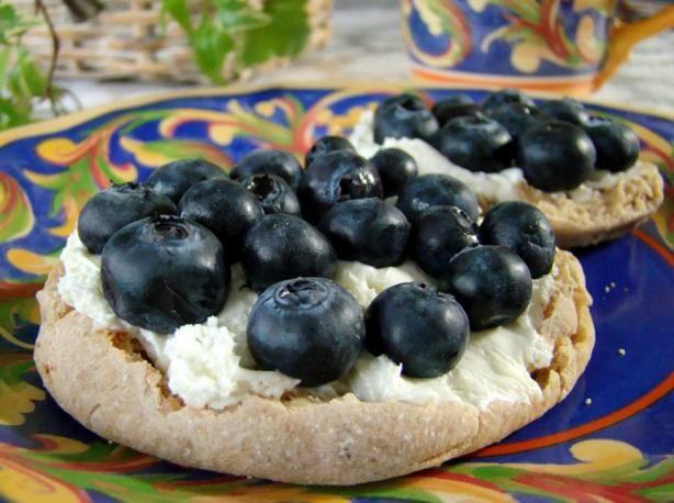 Blueberry Cream Cheese Danish Ww 2 pts: 1 light multi-grain English muffin