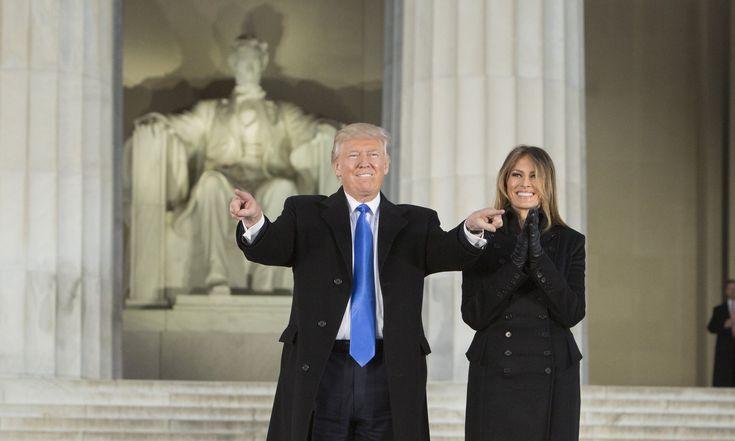 Дональд Трамп и Мелания. Праздничный концерт у Мемориала Линкольна  в ночь перед приведением к присяге нового президента.