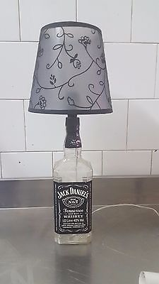 lampada artigianale Jack Daniel's trasparente con paralume nero fumè a fiori ner
