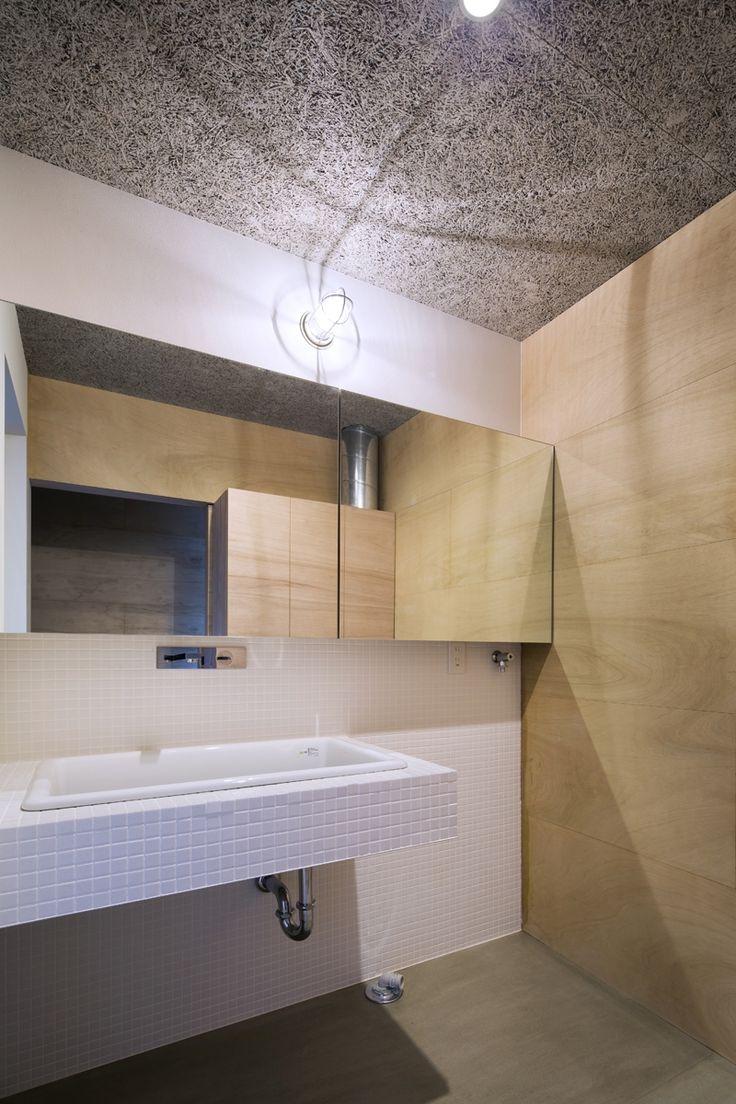 デザインし造作した物と既製品を組み合わせた洗面台です 専門家:が手掛けた、洗面・脱衣室(上大野の家)の詳細ページ。新築戸建、リフォーム、リノベーションの事例多数、SUVACO(スバコ)