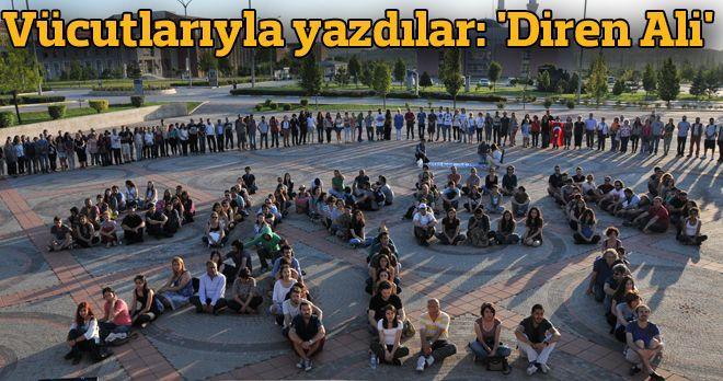 Vücutlarıyla yazdılar: 'Diren Ali' Eskişehir'de Gezi Parkı eyleminde polisin sıktığı biber gazından kaçtığı ara sokakta sivil giysili 5-6 kişinin saldırısına uğrayarak beyin kanaması geçiren 19 yaşındaki üniversite öğrencisi Ali İsmail Korkmaz'ın yaşam mücadelesi sürüyor. http://www.radikal.com.tr/turkiye/vucutlariyla_yazdilar_diren_ali-1138663