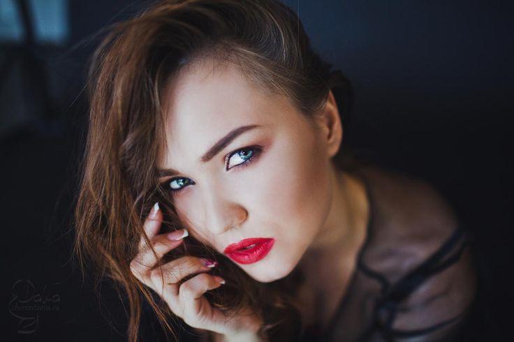 выразительный взгляд, голубые глаза, распущенные волосы обольщение MUA&Hair Дарья Черентаева