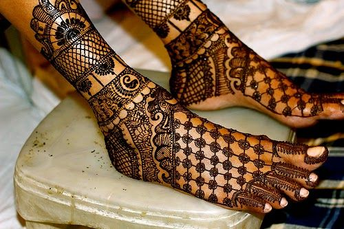 Geometric Tattoos Foot Hand Arm WOmen Henna Mehndi Design ► Henna ...