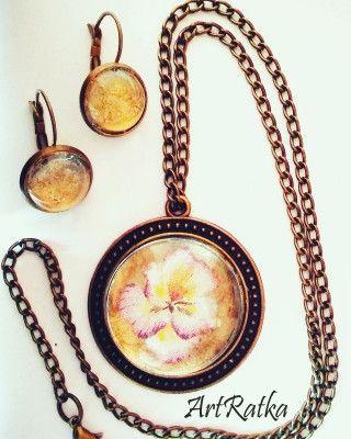 Naszyjnik -medalion z kwiatem