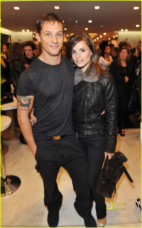 Tom Hardy and Charlotte Riley...<3 rileys outfit and shoes!!!