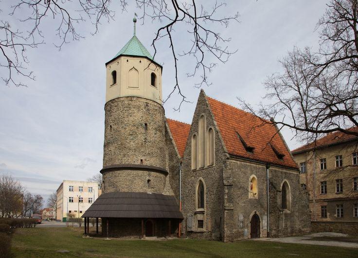 Strzelin - Rotunda p.w. św. Gotarda  [Kościół w późniejszych latach poddawany był rozbudowom w stylu gotyckim. ]
