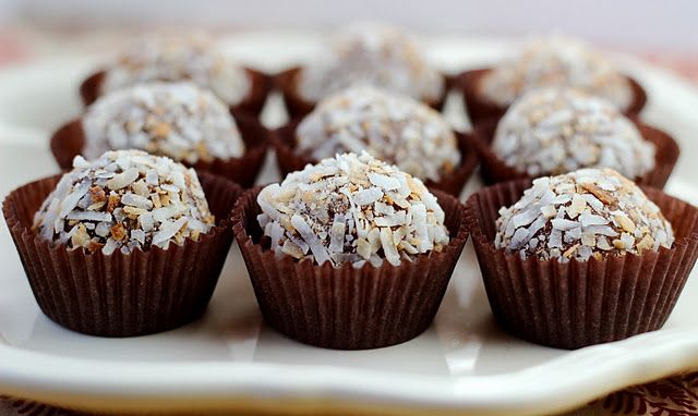 Choc Coconut TrufflesDesserts Recipe, Chocolates Truffles, Choc Coconut, Chocolates Coconut, Chocolates Ball, Truffles Recipe, Chocolate Truffles, Coconut Chocolates, Coconut Truffles