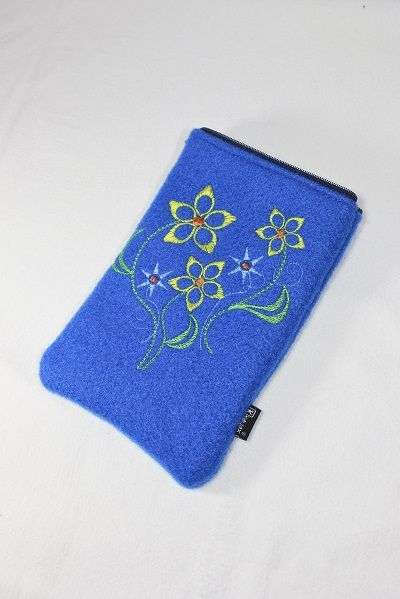 http://kayaxfashion.wordpress.com/2014/11/10/chabrowe-etui-na-tablet/
