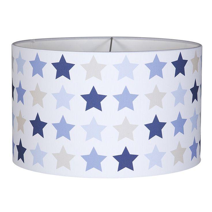 Een mooie hanglamp van Little Dutch uit de serie mixed stars blue. Combineer met de andere producten uit de serie om de babykamer helemaal in stijl te maken.
